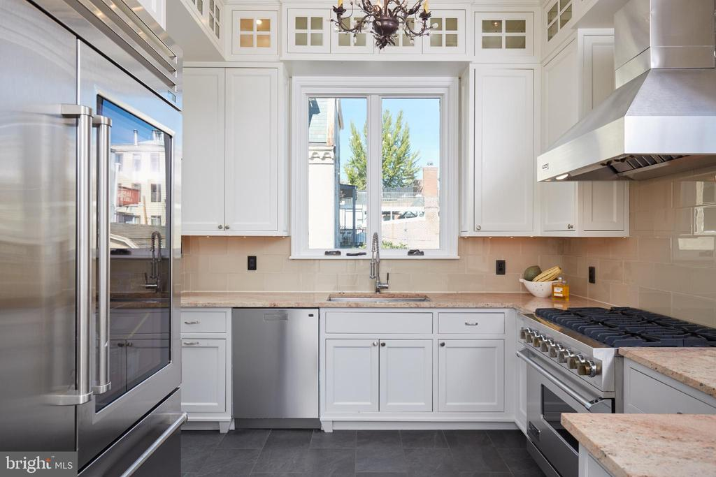 Gourmet kitchen w/ subzero refrigerator - 1719 19TH ST NW, WASHINGTON