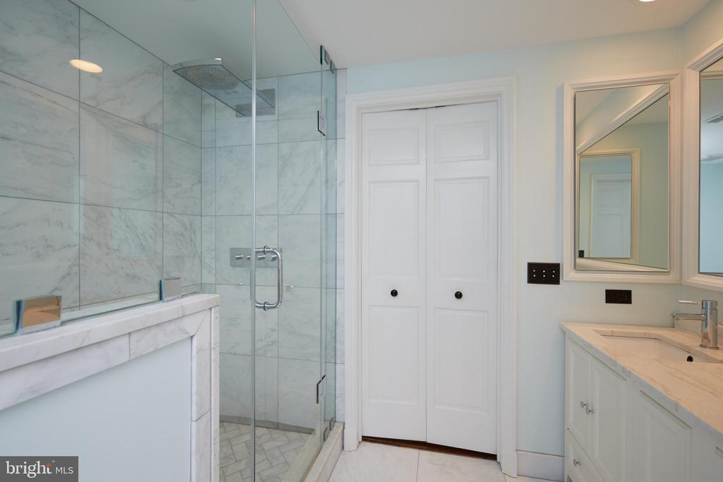 Master bath, rain shower, double vanity - 1719 19TH ST NW, WASHINGTON