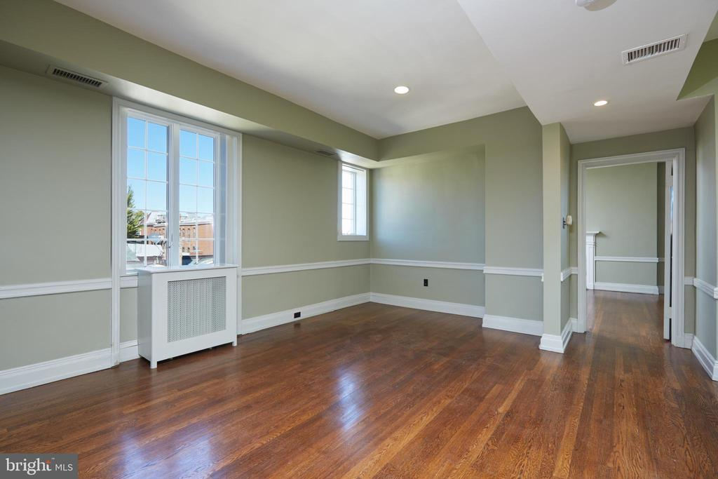 Top level flexible living space - 1719 19TH ST NW, WASHINGTON