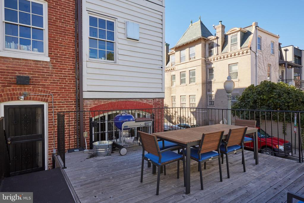 Private deck with view of rear of home - 1719 19TH ST NW, WASHINGTON