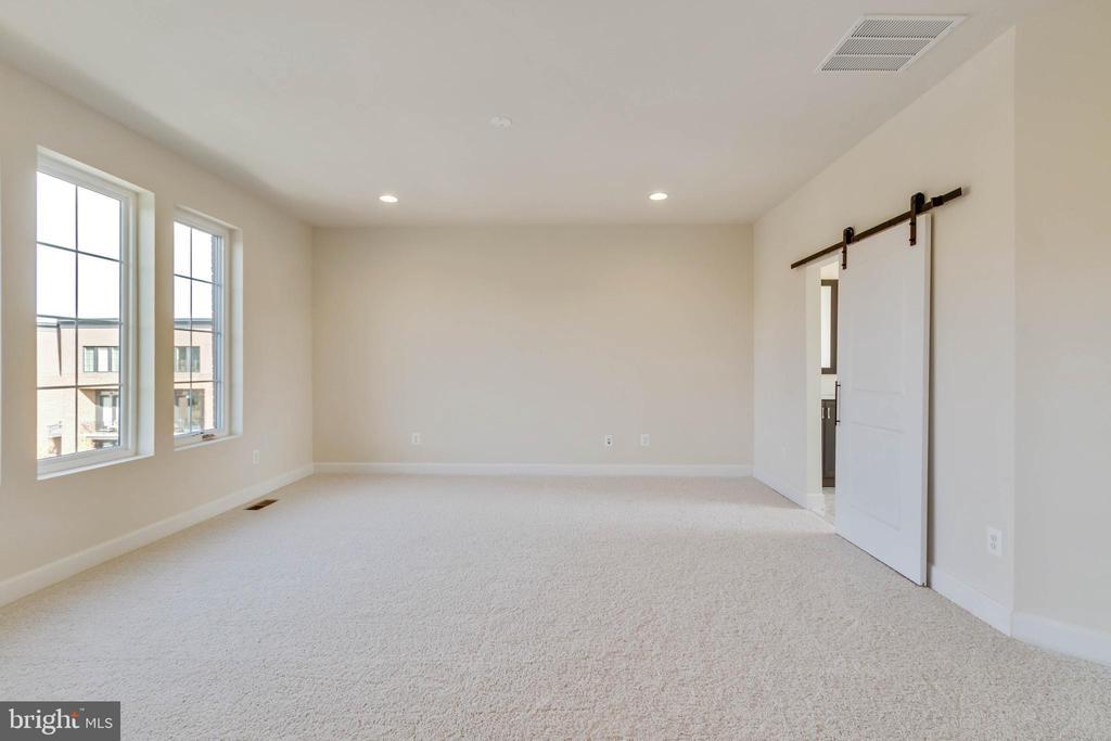 Bright and spacious Owner's suite - 23182 HAMPTON OAK TER, ASHBURN