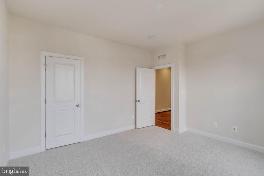 Upper level bedroom - 23182 HAMPTON OAK TER, ASHBURN
