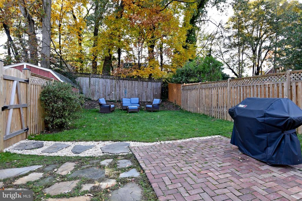 Great for entertaining and BBQing! - 1122 N ABERDEEN ST, ARLINGTON