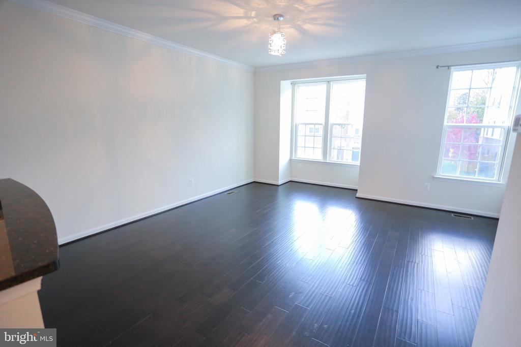 Open FloorPlan On The Main Level/Hardwood Floors - 22862 LACEY OAK TER, STERLING