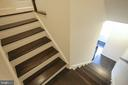 The staircase to main level - 22862 LACEY OAK TER, STERLING
