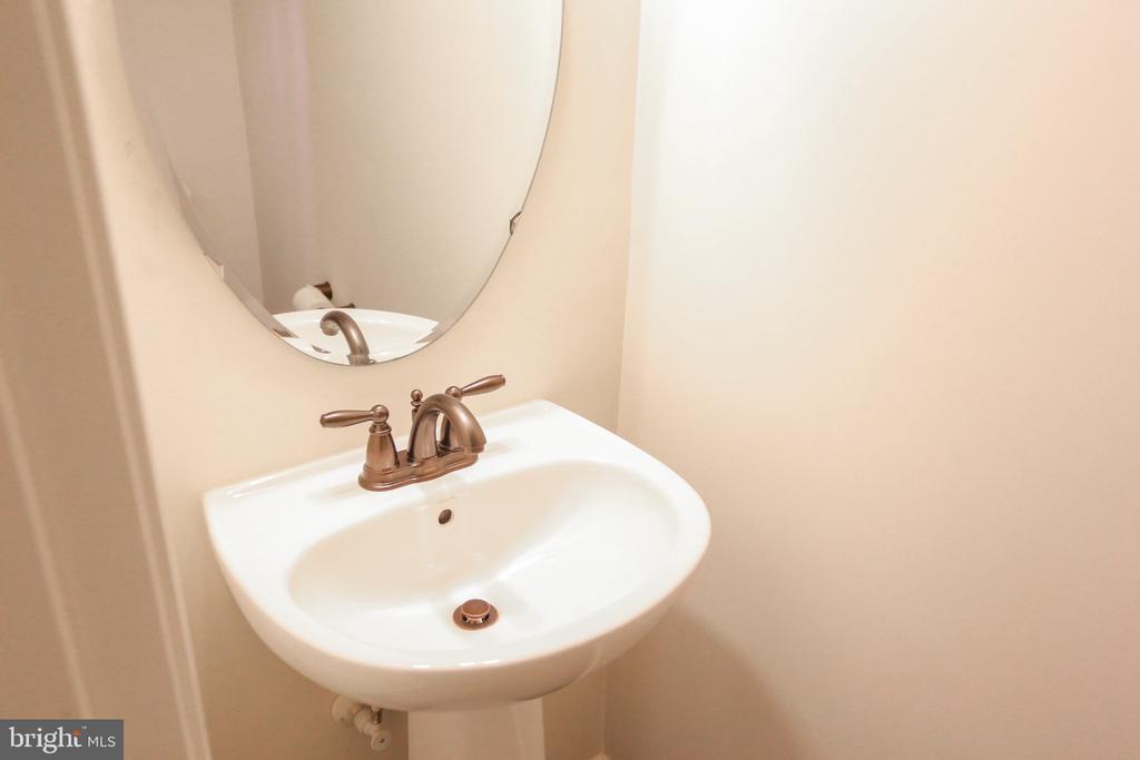 Lower Level Half Bath - 22862 LACEY OAK TER, STERLING