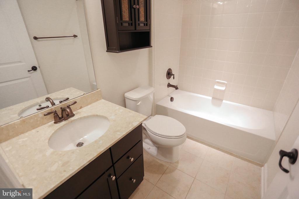 2nd Full Bath - 22862 LACEY OAK TER, STERLING