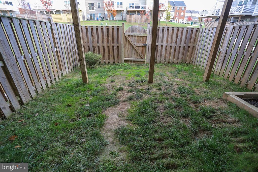 Fenced in backyard!!! - 22862 LACEY OAK TER, STERLING