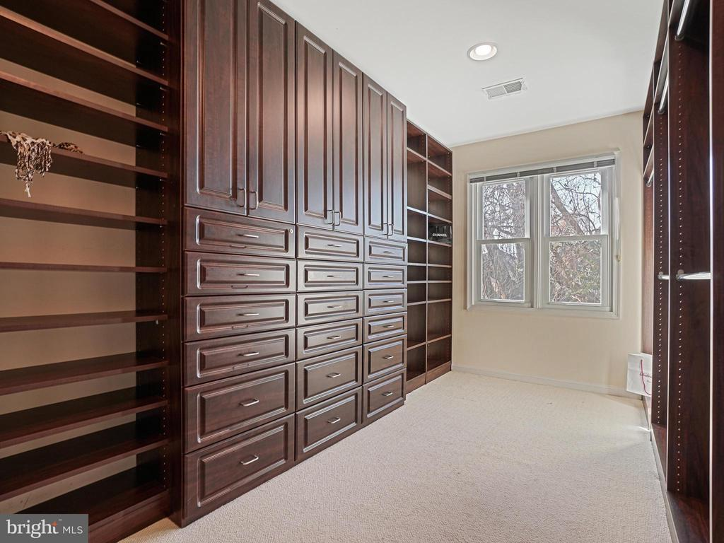 Custom Built Closet - 311 GREAT FALLS RD, ROCKVILLE