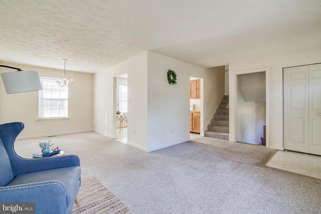 Bright Living room - 85 VISTA WOODS RD, STAFFORD