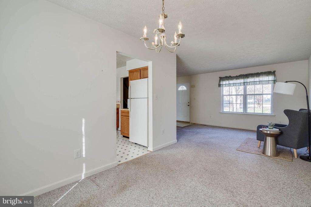 Great dining & living space - 85 VISTA WOODS RD, STAFFORD