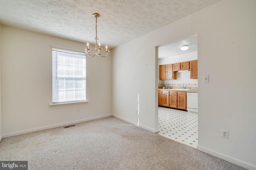 Dining room off kitchen - 85 VISTA WOODS RD, STAFFORD