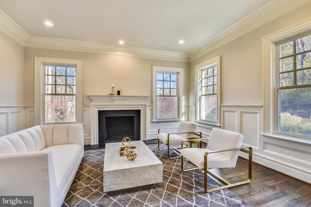 Living Room with  Fire Place, large windows - 1070 VISTA DR, MCLEAN