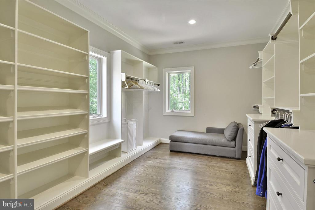 Two large walk-in closets in MBR - 1070 VISTA DR, MCLEAN