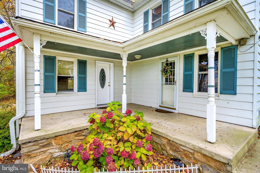 Front Porch Sitting at its Finest! - 6500 MOUNTAIN CHURCH RD, JEFFERSON