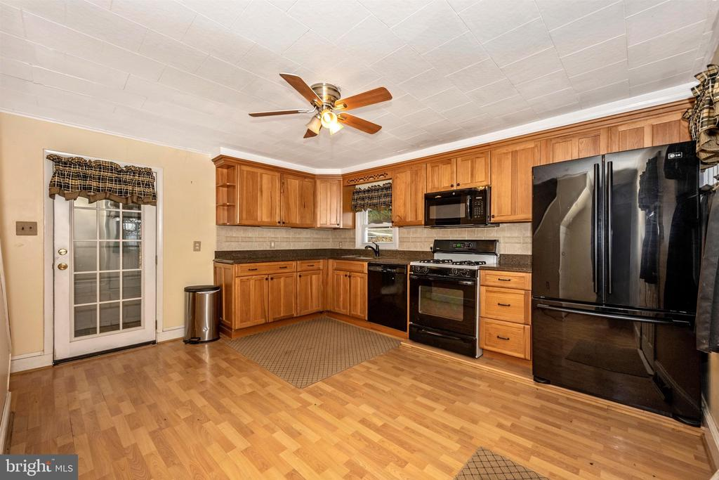 Remodeled Kitchen with Granite Countertop - 6500 MOUNTAIN CHURCH RD, JEFFERSON