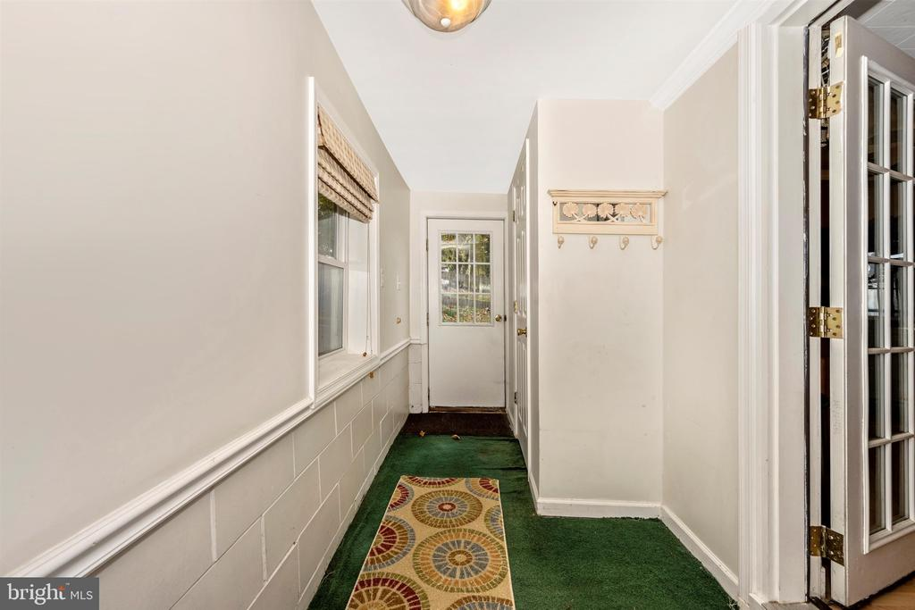 Mudroom Entrance to Backyard and Kitchen - 6500 MOUNTAIN CHURCH RD, JEFFERSON