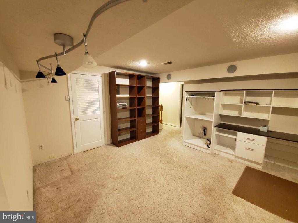 Lower Level - Office Furniture Conveys - 9226 KRISTY DR, MANASSAS PARK