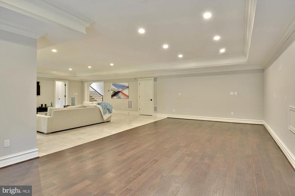 Spacious Game area could accommodate a bar - 1070 VISTA DR, MCLEAN