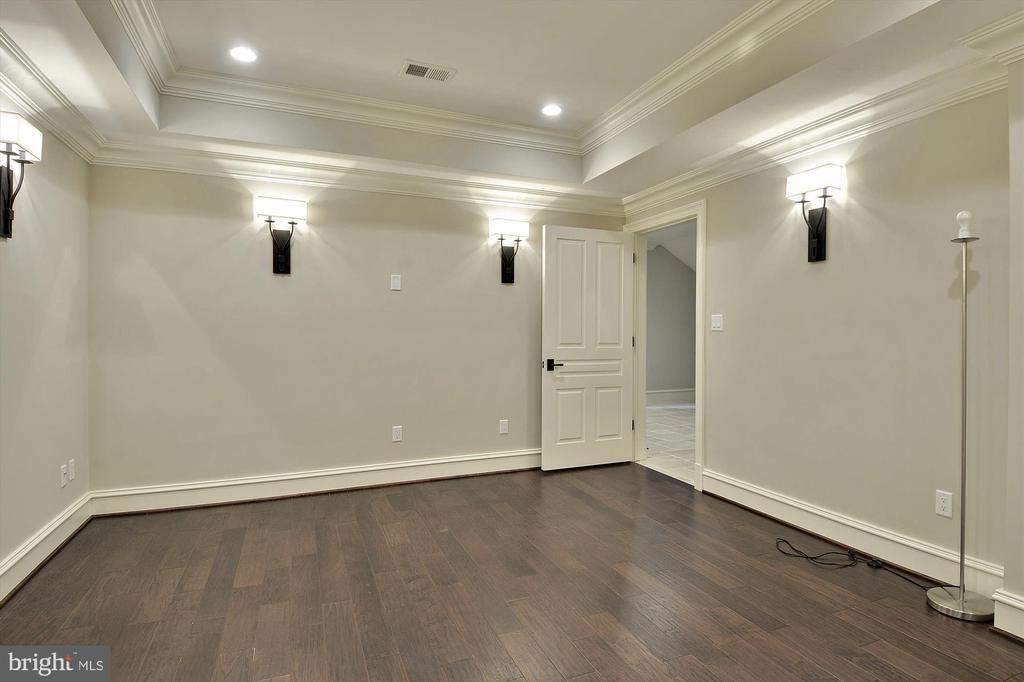Elegant Lighting and Flooring in Media Room - 1070 VISTA DR, MCLEAN