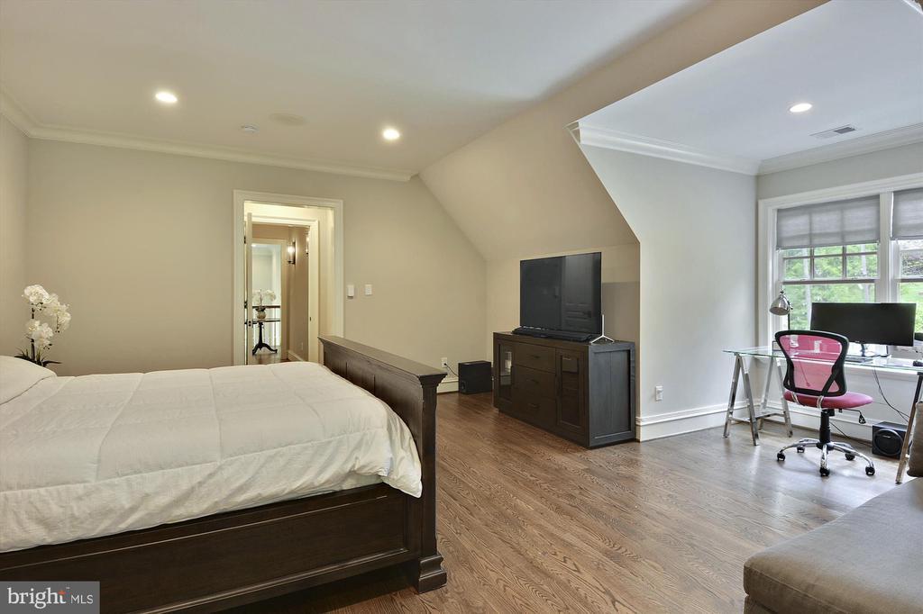 Bed Room Suite #3 - 1070 VISTA DR, MCLEAN