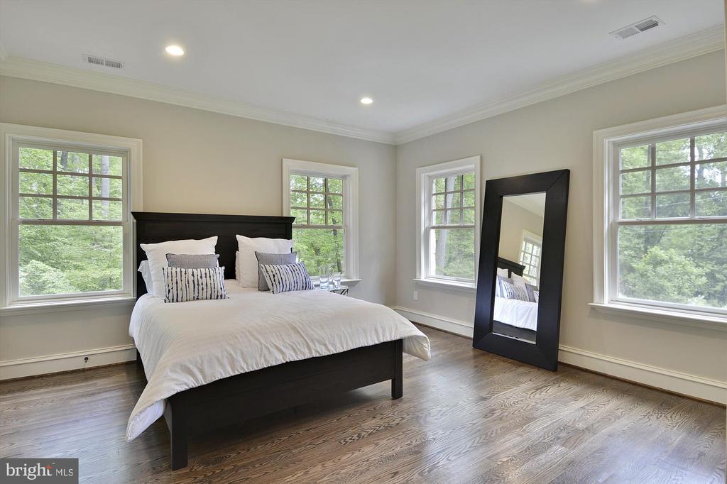 Bed Room Suite #2 (upper level) - 1070 VISTA DR, MCLEAN