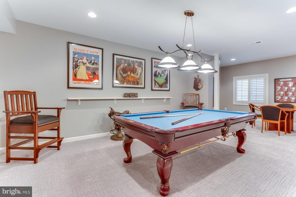 Lower level game room with custom lighting - 18375 FAIRWAY OAKS SQ, LEESBURG