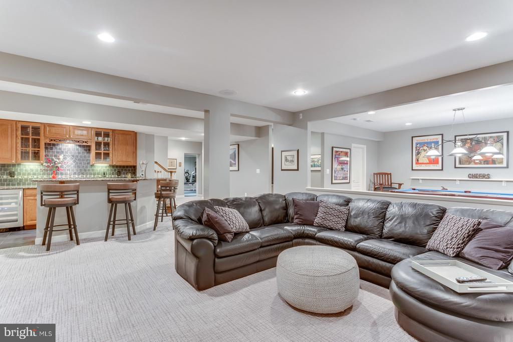 The largest of sectionals will easily fit - 18375 FAIRWAY OAKS SQ, LEESBURG
