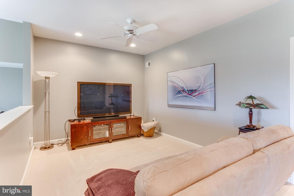 Master bedroom loft for late night TV or reading. - 18375 FAIRWAY OAKS SQ, LEESBURG