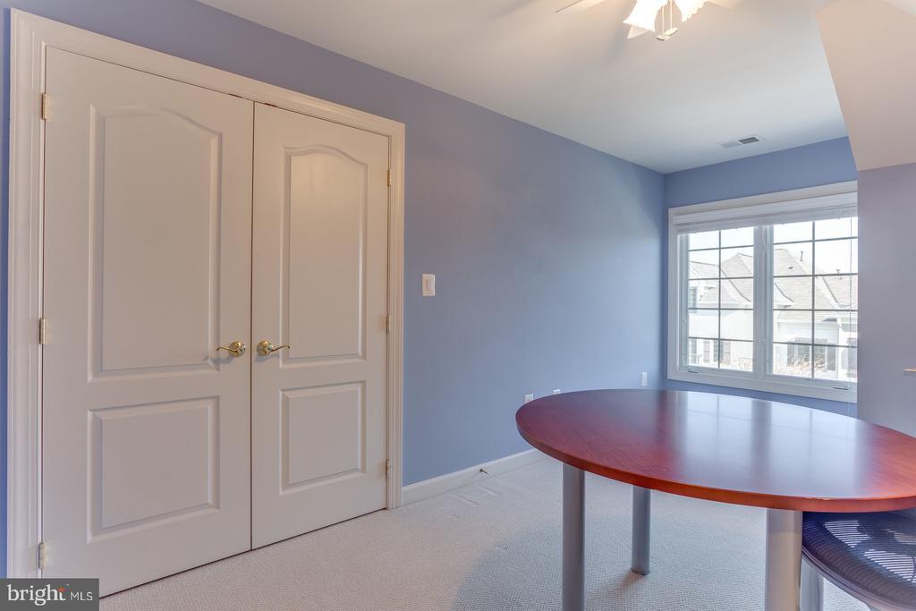 Upper level bedroom #4 - 18375 FAIRWAY OAKS SQ, LEESBURG