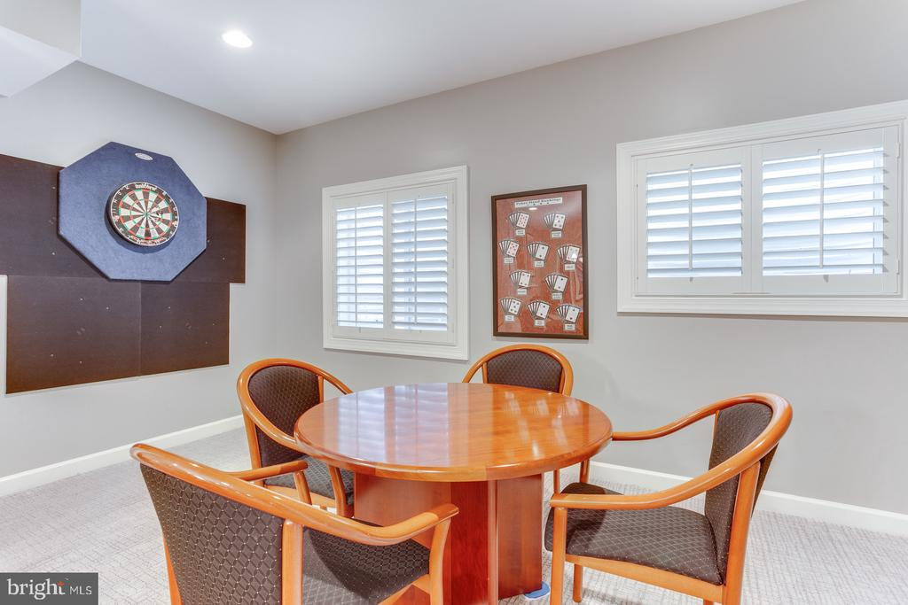 Game room area with window egress to the backyard - 18375 FAIRWAY OAKS SQ, LEESBURG