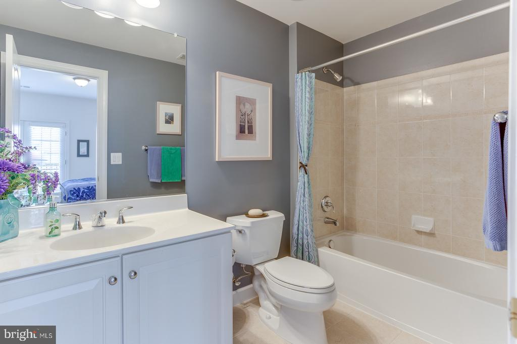 There is a private bathroom for each bedroom - 18375 FAIRWAY OAKS SQ, LEESBURG