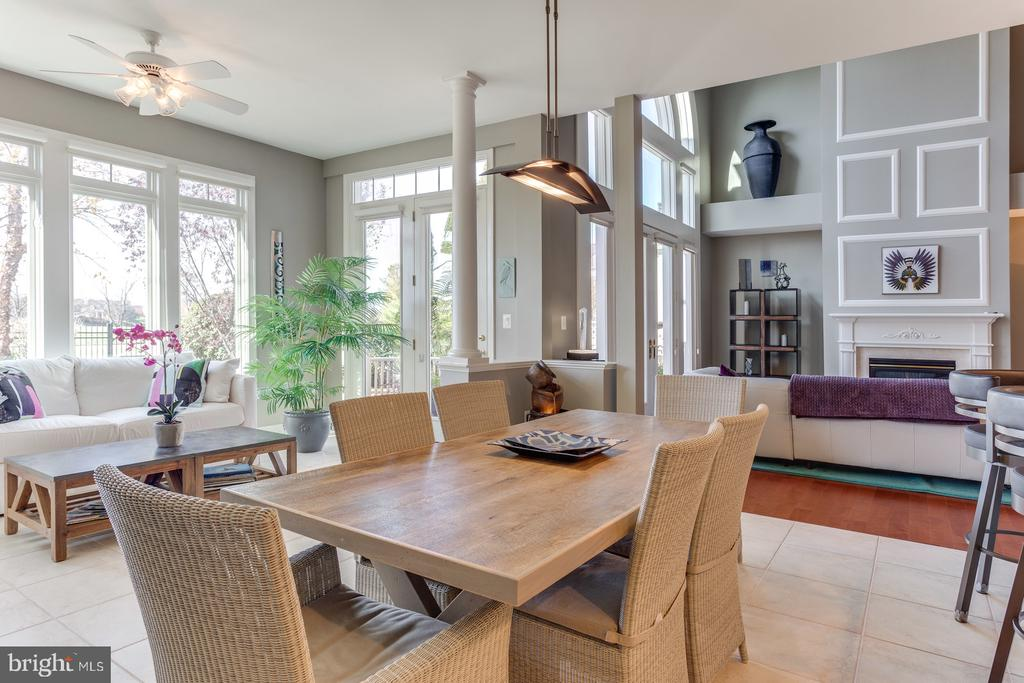 The eating area of the kitchen is spacious - 18375 FAIRWAY OAKS SQ, LEESBURG