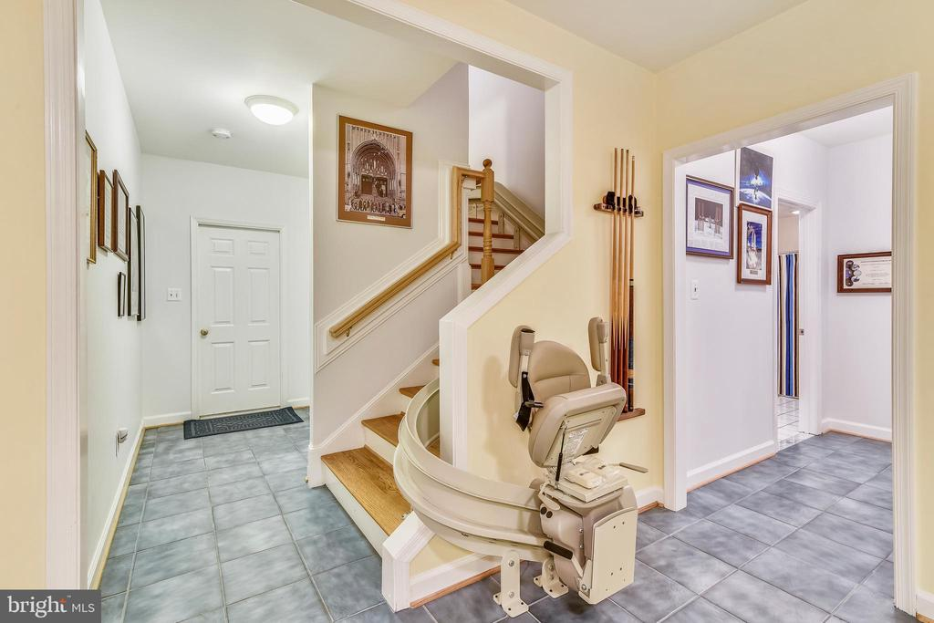 Custom Lift to Main Level for greater access - 916 MONROE ST, HERNDON