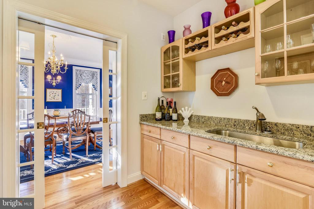 Large Butler's Pantry - SEE VIRTUAL TOUR! - 916 MONROE ST, HERNDON