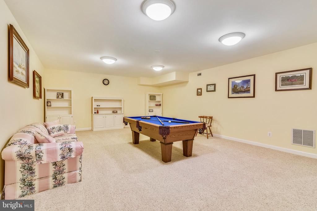 The Pool Table Conveys :) - 916 MONROE ST, HERNDON