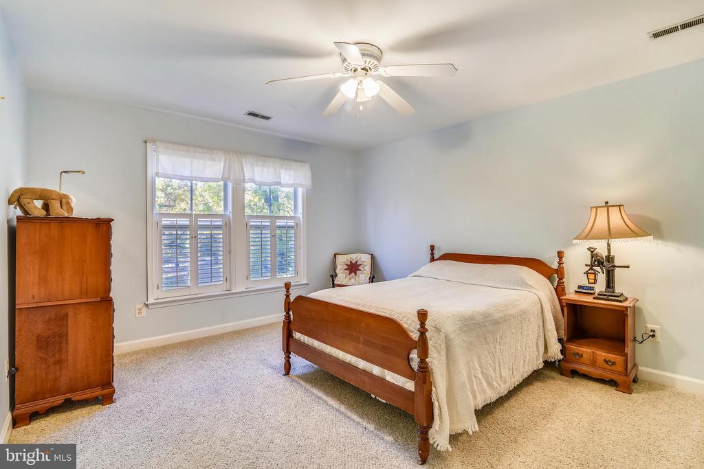 The other bedroom in the Children's Realm. - 916 MONROE ST, HERNDON