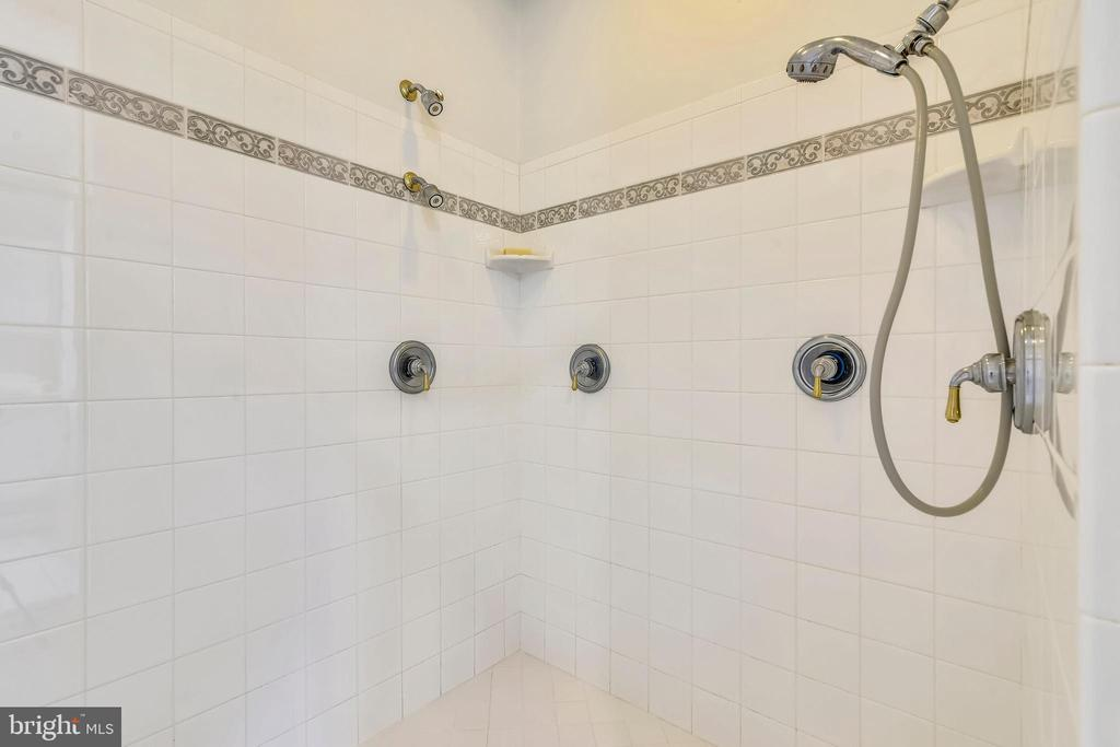 Large Separate Master Shower - SEE VIRTUAL TOUR! - 916 MONROE ST, HERNDON
