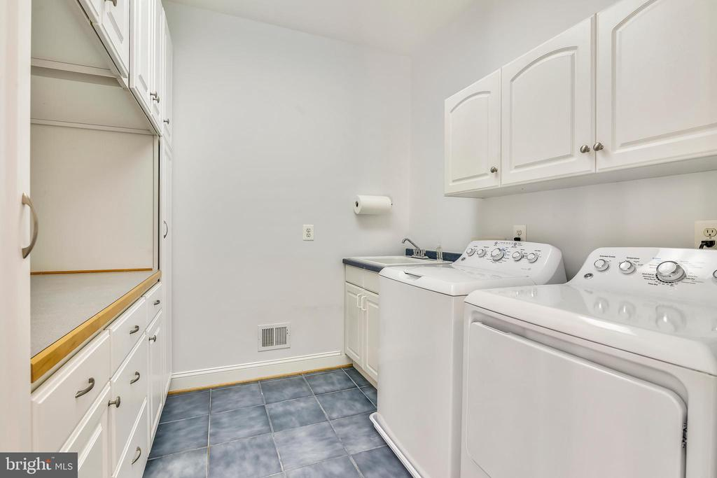 Main level laundry with loads of storage! - 916 MONROE ST, HERNDON