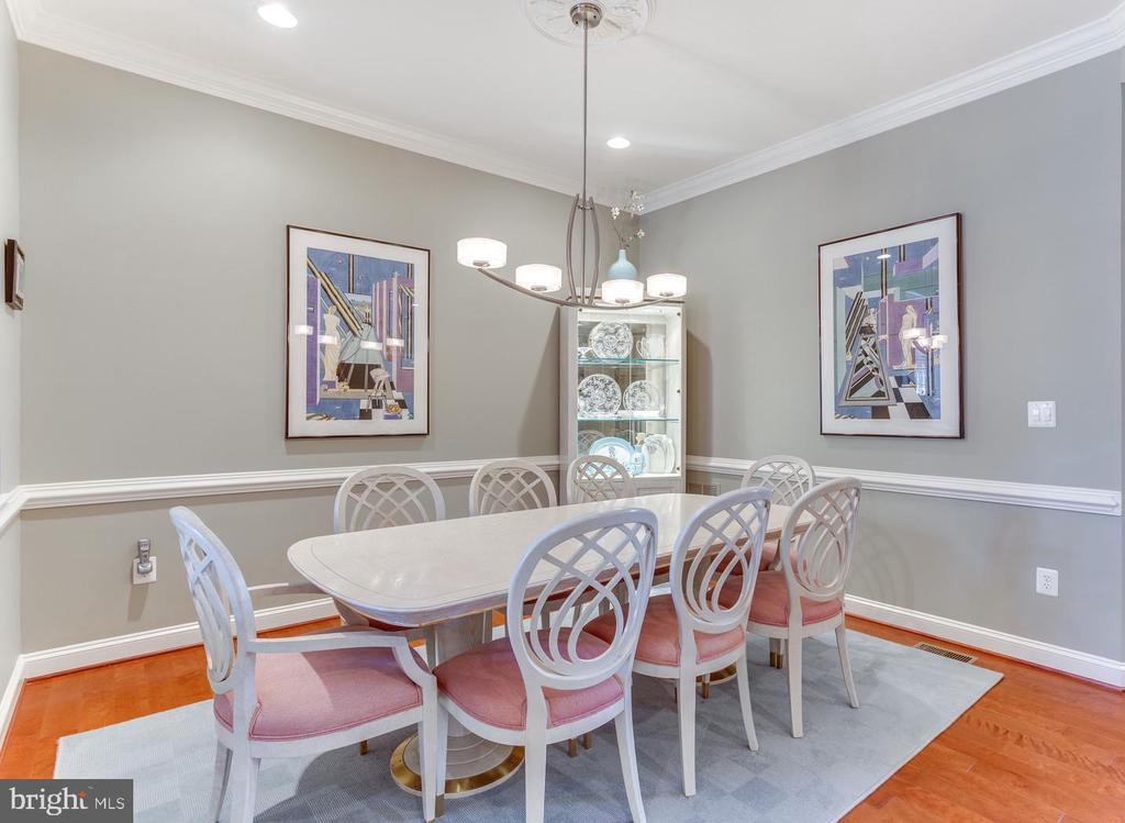 Dining room with hardwood floors - 18375 FAIRWAY OAKS SQ, LEESBURG