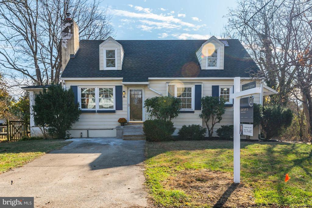 Charming Cape Cod in downtown Round Hill - 10 HIGH ST, ROUND HILL