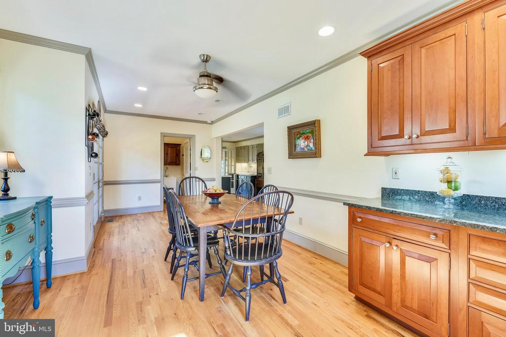 Kitchen with enough room for large table space - 669 APPLE PIE RIDGE RD, WINCHESTER