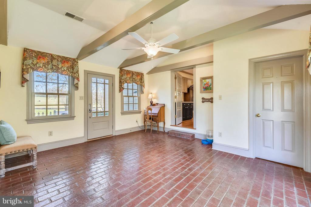 Sunroom connects to Recreation room/Studio - 669 APPLE PIE RIDGE RD, WINCHESTER