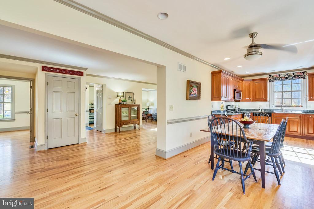 Great space! Open floor plan! - 669 APPLE PIE RIDGE RD, WINCHESTER