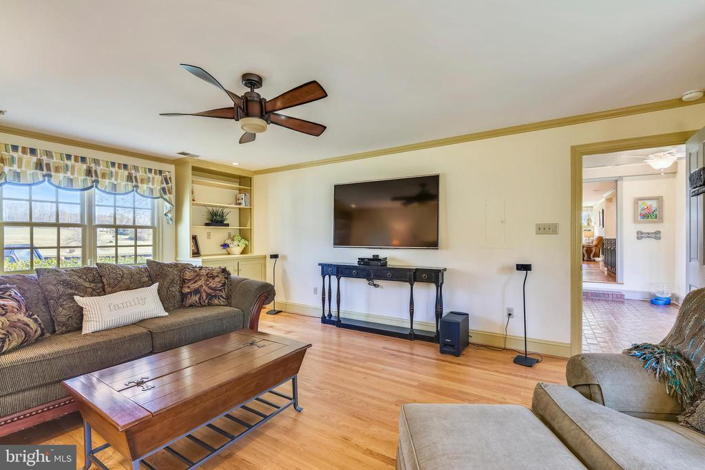 Recreation room or use as In-law suite or Studio - 669 APPLE PIE RIDGE RD, WINCHESTER