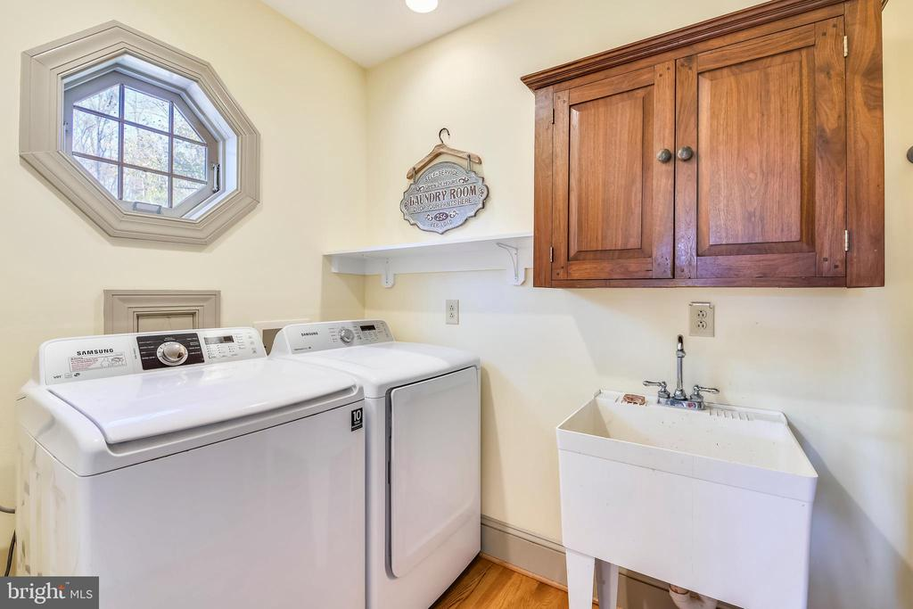 Main level laundry room - 669 APPLE PIE RIDGE RD, WINCHESTER