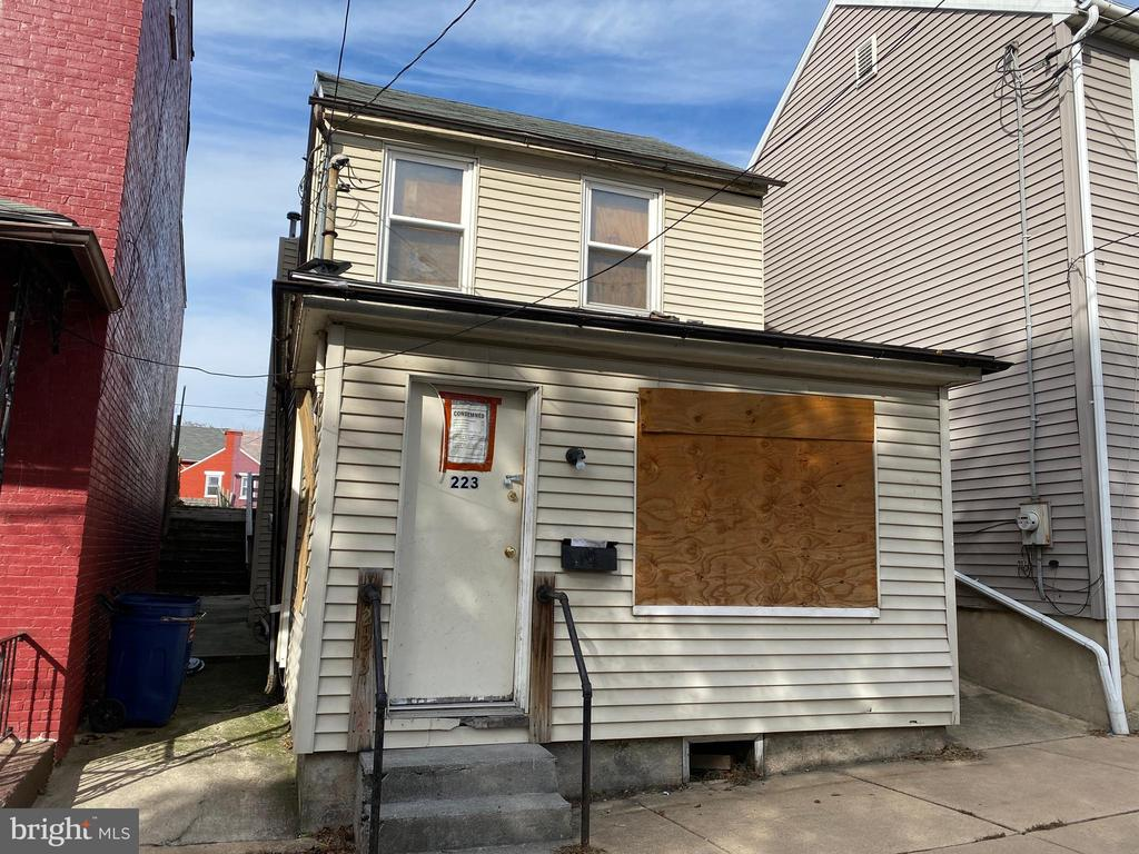 - 223 LAWRENCE ST, COLUMBIA