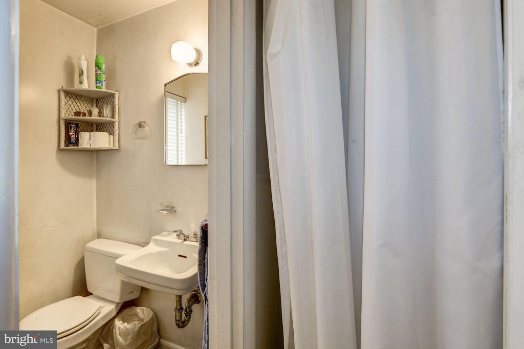 Third Full Bath - 4018 N STAFFORD ST, ARLINGTON
