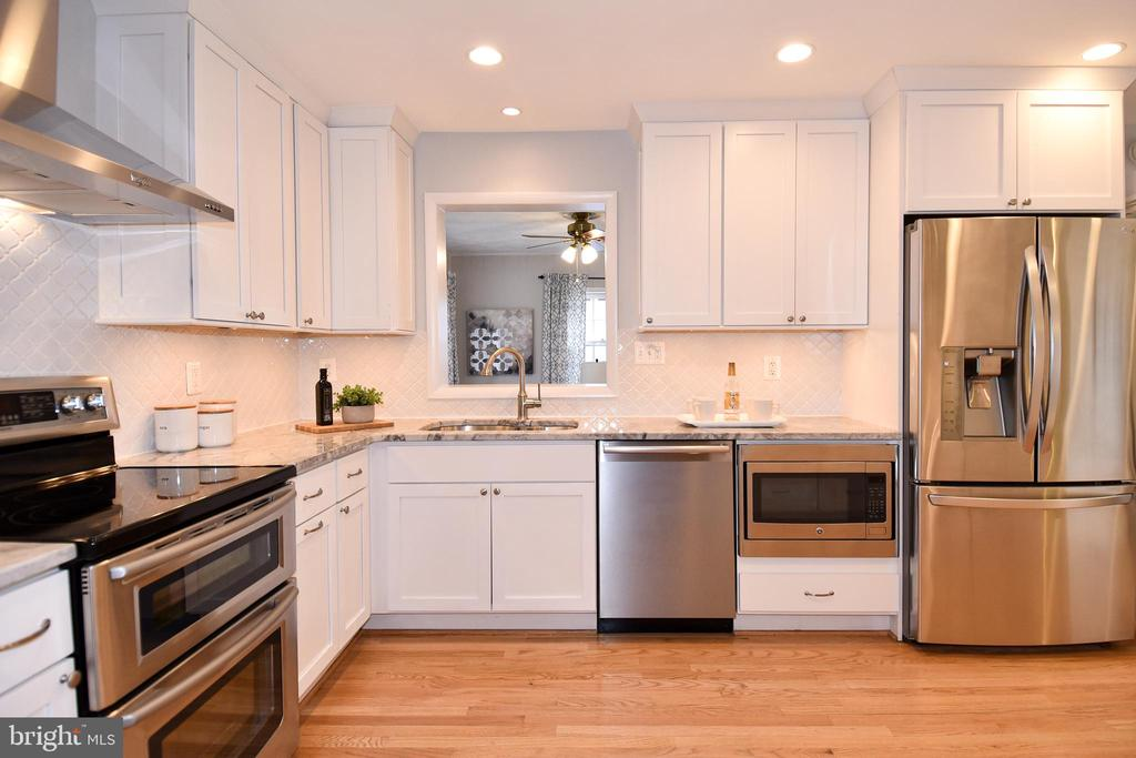 Kitchen has stainless appliances & white cabinets. - 535 N LONGFELLOW ST, ARLINGTON