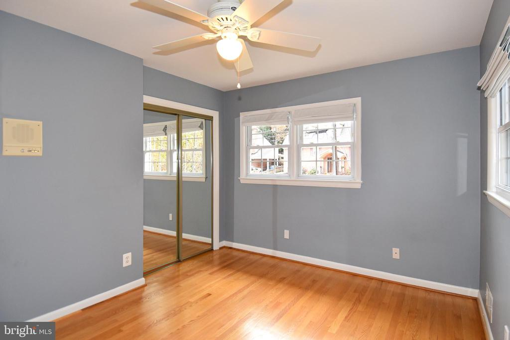 Third bedroom with closet. - 535 N LONGFELLOW ST, ARLINGTON
